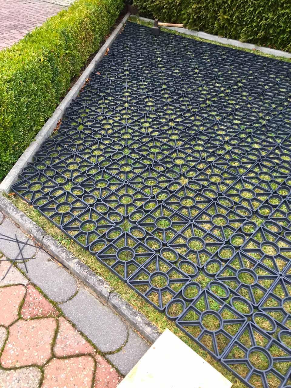 Häufig Rasengitter aus Kunststoff ohne Unterbau direkt auf den Rasen PC82