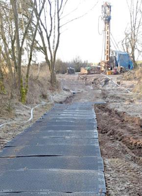Bodenschutzplatten und Fahrplatten für den Umwelttechnik, Bohrplätze und Brunnenbau kaufen oder mieten von Securatek.