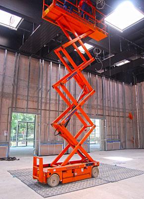 Bodenschutzplatten und Fahrplatten für Arbeitsbühnen, Scherenbühnen, Teleskopbühnen , Höhenszugangstechnik kaufen oder mieten von Securatek