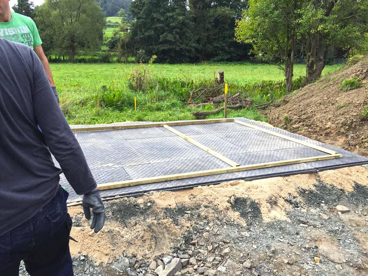 Fußboden Im Gartenhaus Verlegen ~ Bodenmatten statt holzboden als isolierender fußboden für ein