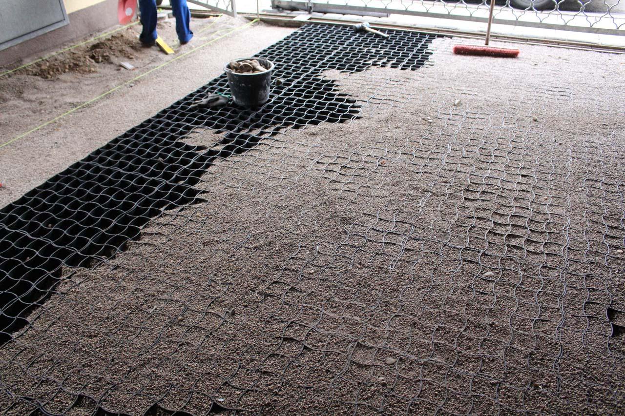 herstellung eines steinteppich im carport mit dem. Black Bedroom Furniture Sets. Home Design Ideas