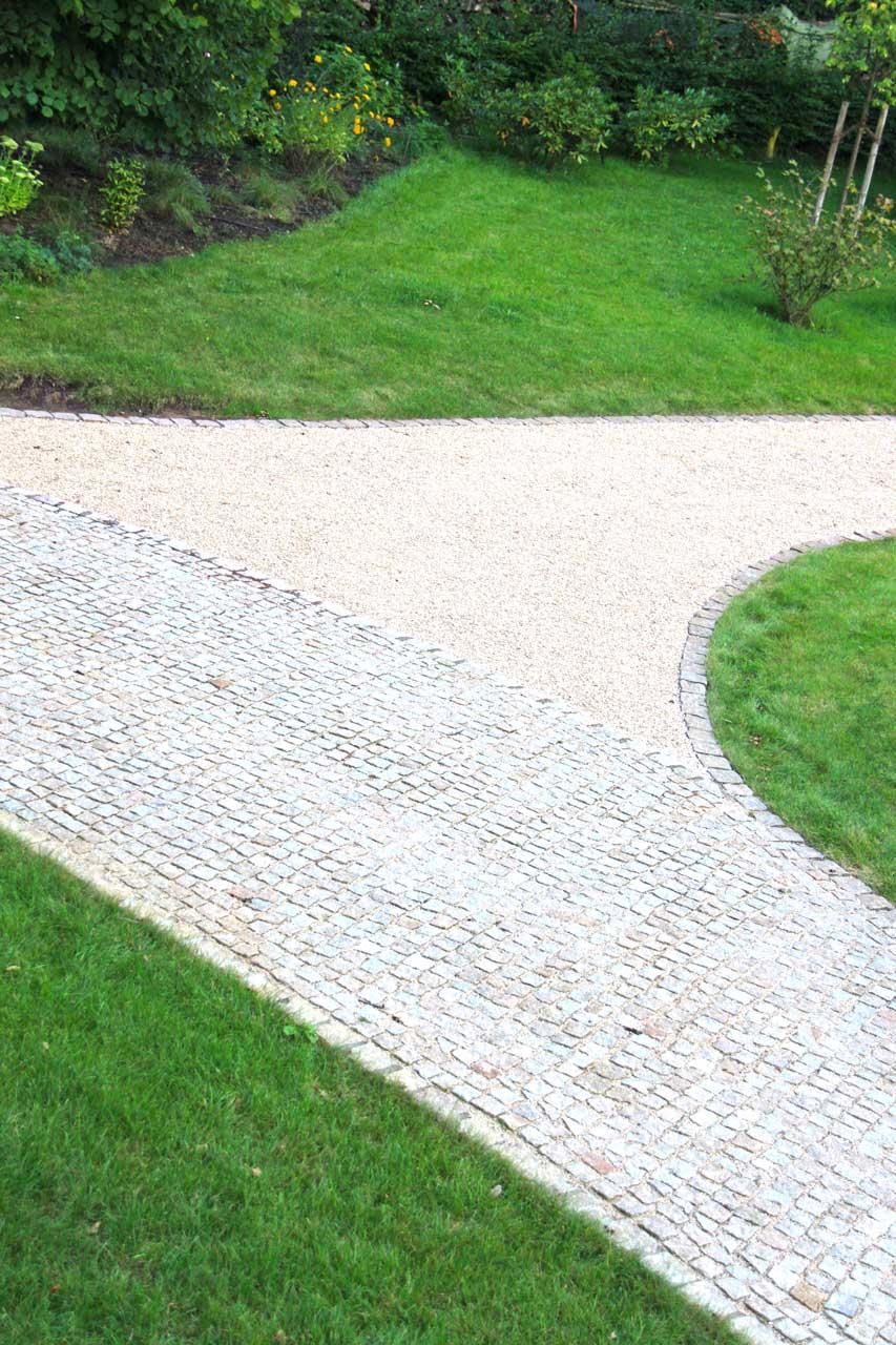 Uberlegen Gemtlich Gartenwege Aus Holz Anlegen Galerie Die With Gartenwege Aus Kies
