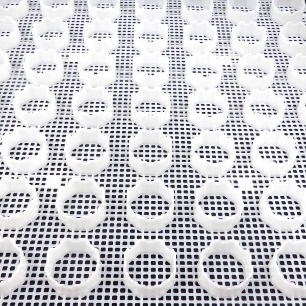 Kiesgitter KG30 · 0,3364 m² · 580 x 580 x 30 mm · 400,0 t/m² · 0,900 kg · 16 Kopplungen · Mikroperforierte Grundplatte statt Vlies